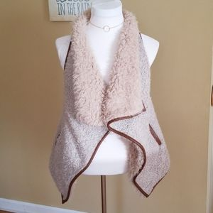 Love Tree faux fur vest with pockets Size S